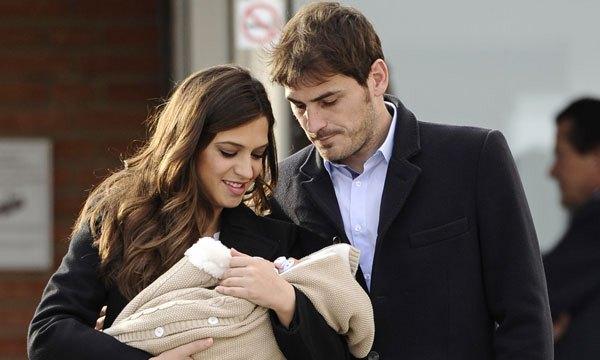 Gia đình Casillas đi tới đâu cũng tỏa sáng