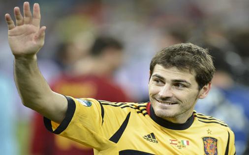 Bóng đá - France Football đề cử Quả bóng vàng cho… Iker Casillas