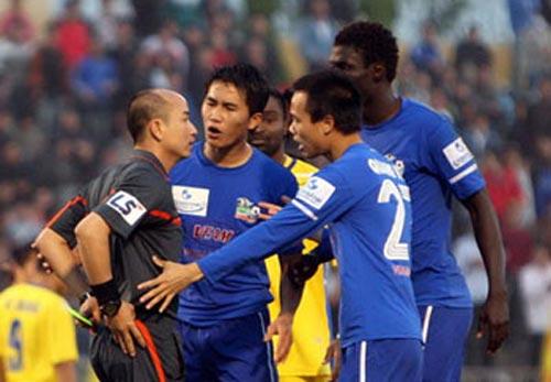 Bóng đá - Chưa có trọng tài ngoại cho V-League