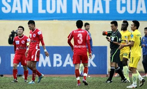 Bóng đá - Kỷ lục buồn của trọng tài V-League 2012