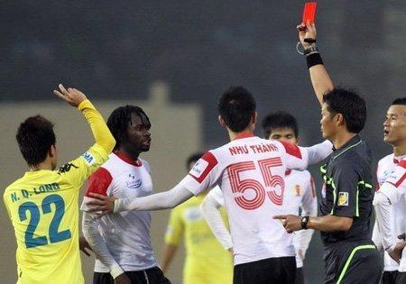 Bóng đá - V-League: Không thuê trọng tài ngoại vì... thể diện