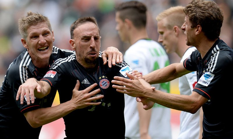 M'gladbach 3-4 Bayern: Cng u thuc v Ribery