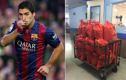 """""""Ông già Noel"""" Suarez tặng quà cho trẻ em bị ung thư"""