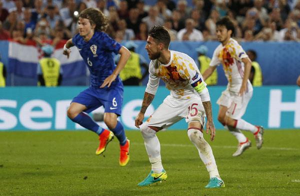 Croatia 2 - 1 Tây Ban Nha (Euro 2014-2016, vòng bảng)